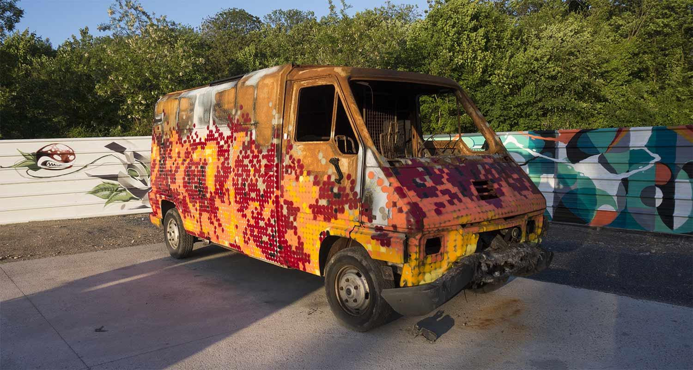 In situ art festival aubervilliers (FR) 2014, kan's truck on fire
