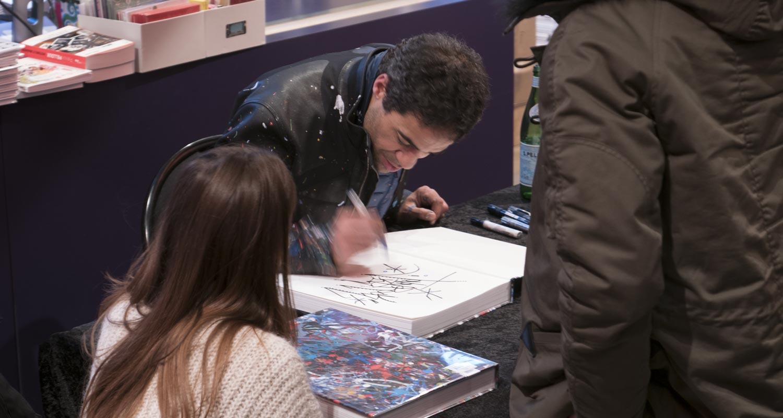 Artcurial-Urban Art-auction : Jonone signing his book